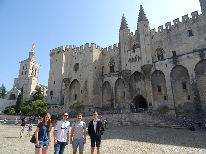 Student in front of Palais des papes