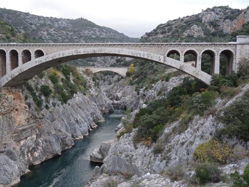 St Guilhem le désert Pont du diable